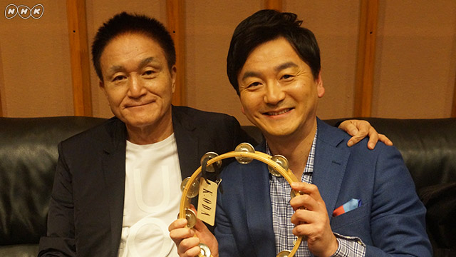 宝物のタンバリンを手に小田さんとツーショト。阿部アナ、とっても嬉しそうですね!